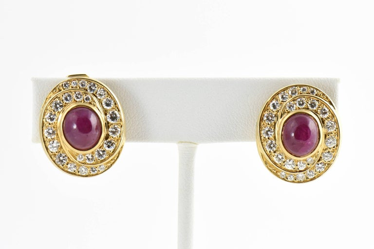 Burma Ruby and Diamond Swirl Gold Earclips In Excellent Condition For Sale In Miami Beach, FL