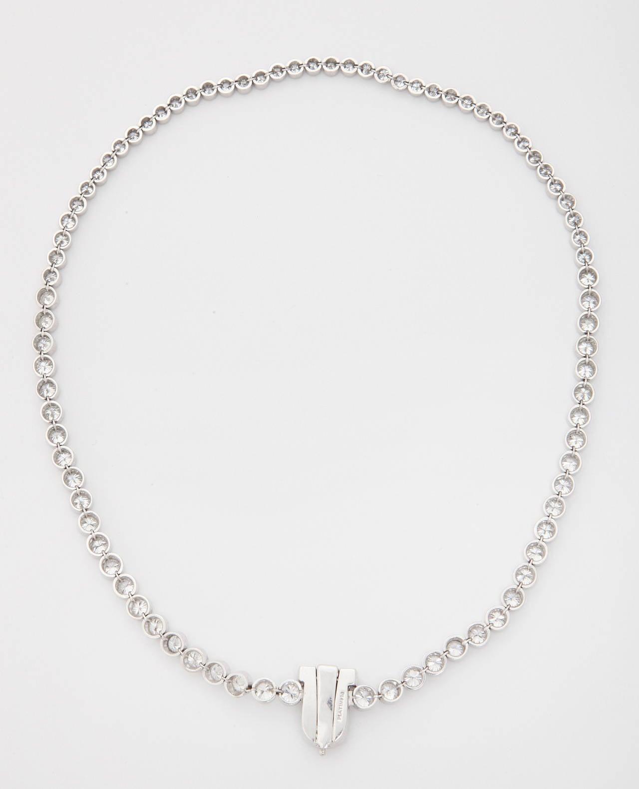 Diamond Platinum Riviere Necklace with Baguette Cut Diamond Clasp For Sale 2