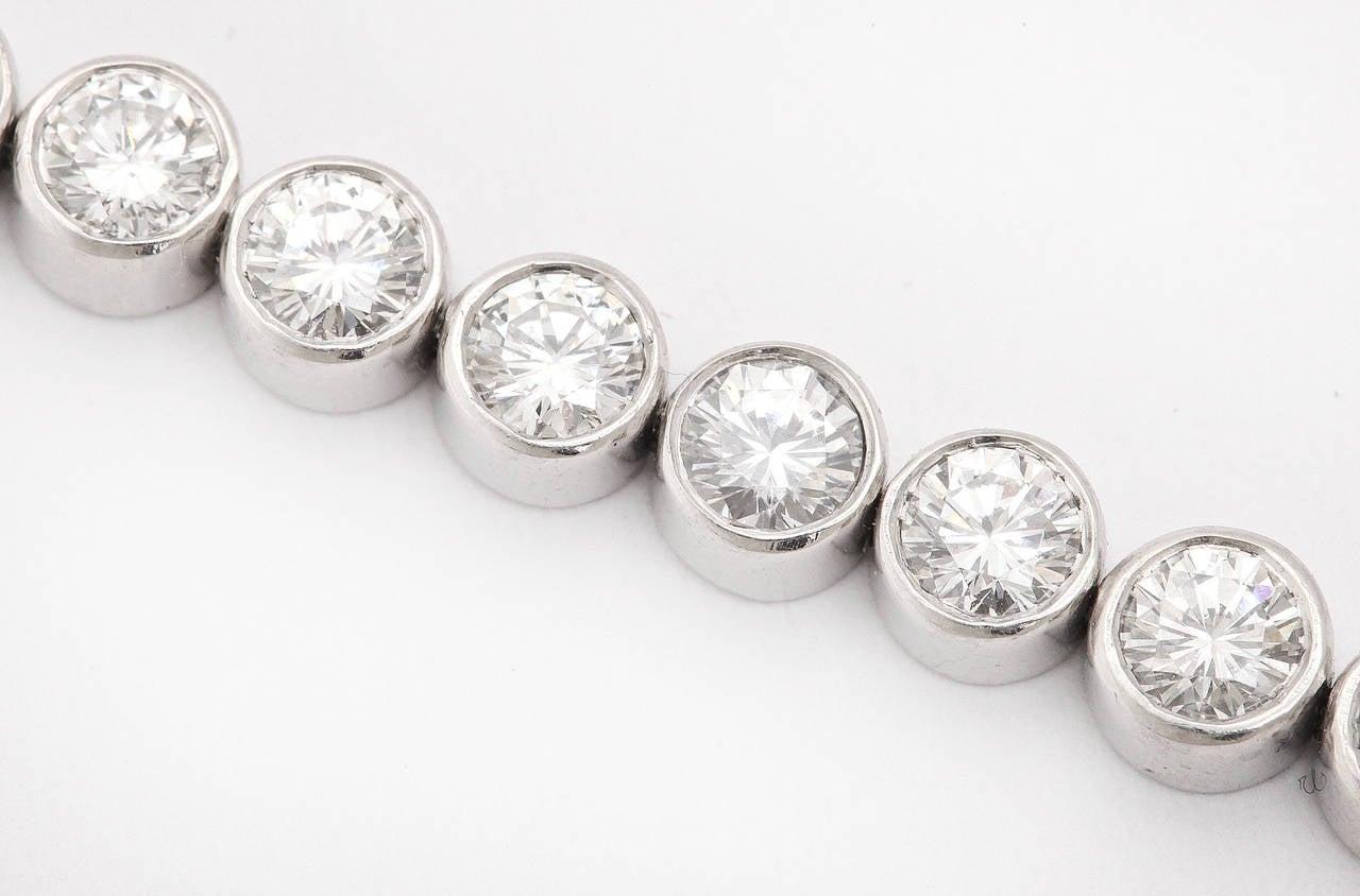 Women's Diamond Platinum Riviere Necklace with Baguette Cut Diamond Clasp For Sale