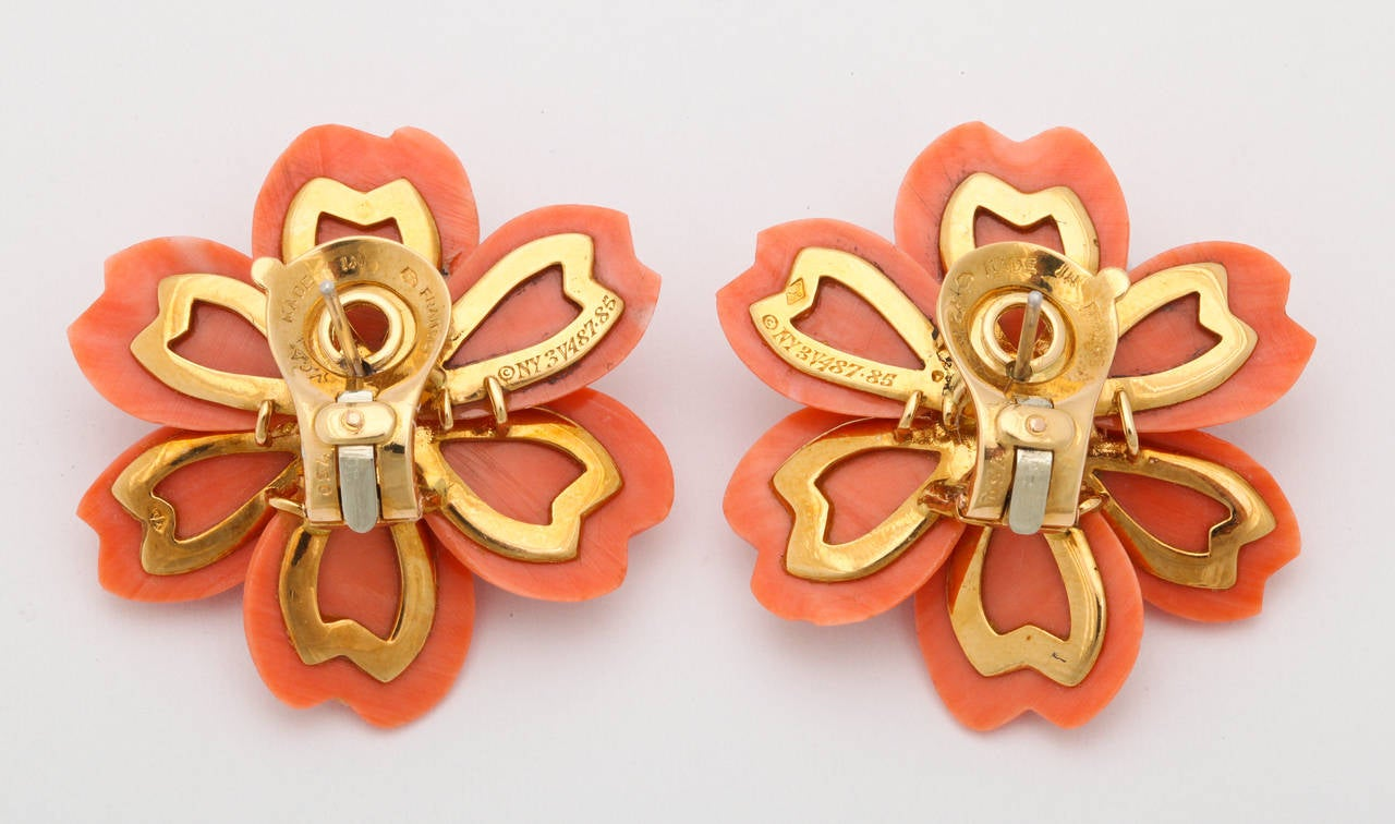 Van Cleef & Arpels Coral Diamond Gold Rose de Noel Earclips 5