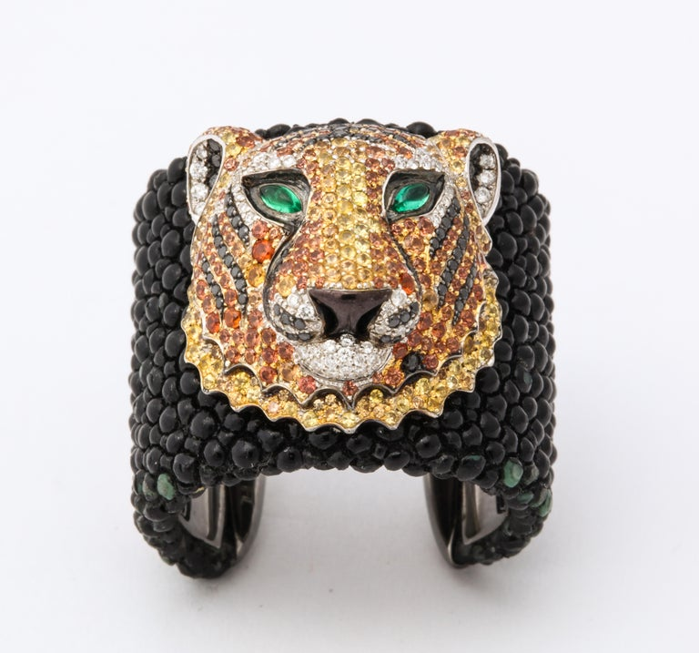 De Grisogono Emerald, Sapphire, Diamond Tiger Bracelet and Ring Set For Sale 2