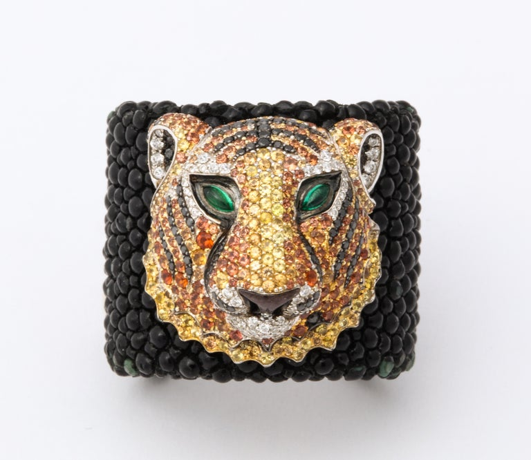 De Grisogono Emerald, Sapphire, Diamond Tiger Bracelet and Ring Set For Sale 3