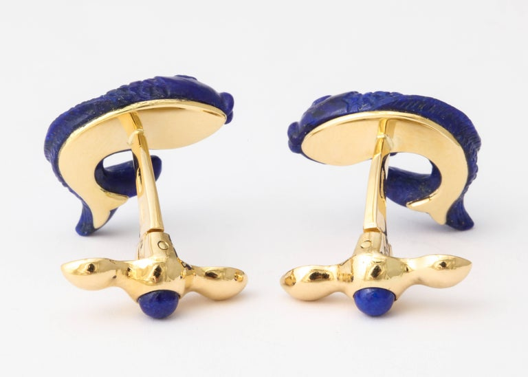 Michael Kanners Carved Lapis and Gold Fish Cufflinks For Sale 2