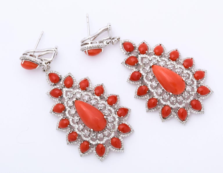 Coral Diamond Gold Drop Earrings In New Condition For Sale In Bal Harbour, FL
