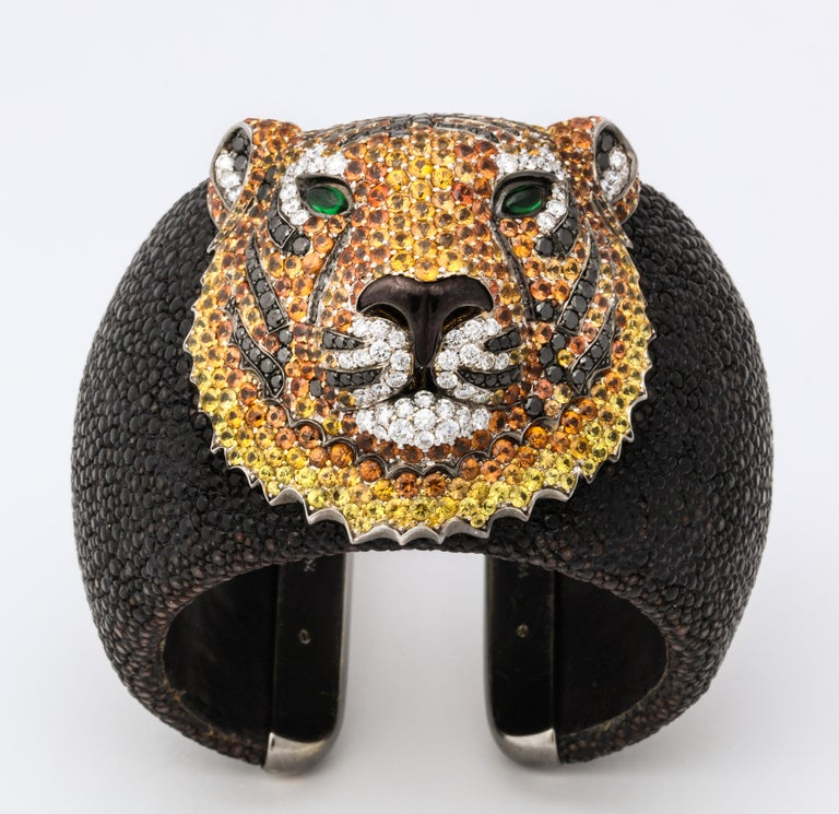 De Grisogono Emerald, Sapphire, Diamond Tiger Bracelet and Ring Set In Excellent Condition For Sale In Bal Harbour, FL