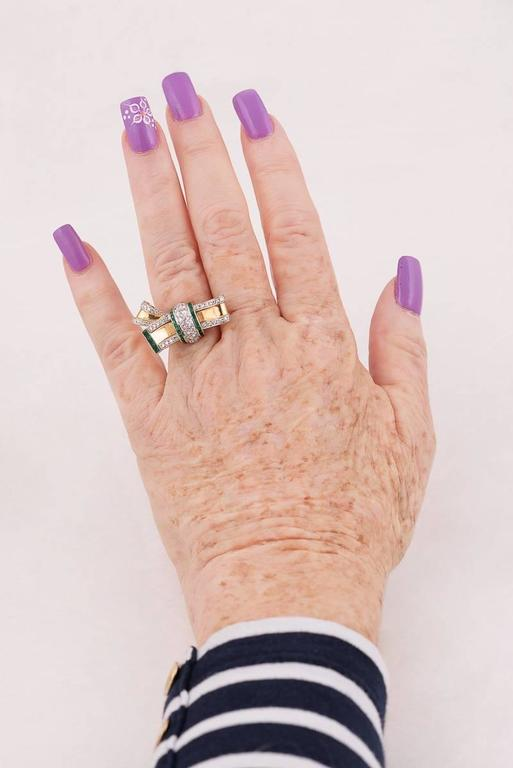 Retro Emerald, Diamond & Gold Bow Ring For Sale 1