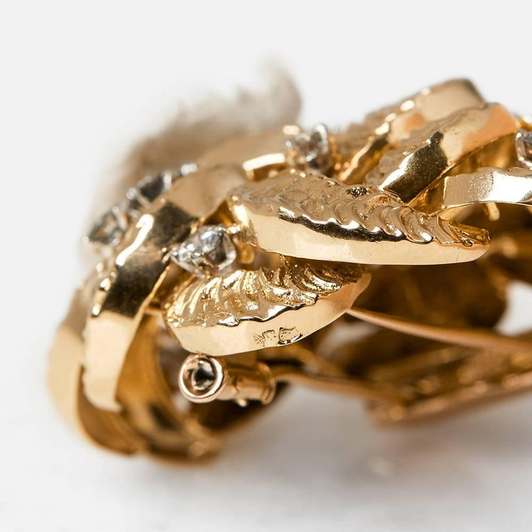 Women's Boucheron 18 Karat Yellow Gold Round Brilliant Cut Diamond Vintage Brooch For Sale
