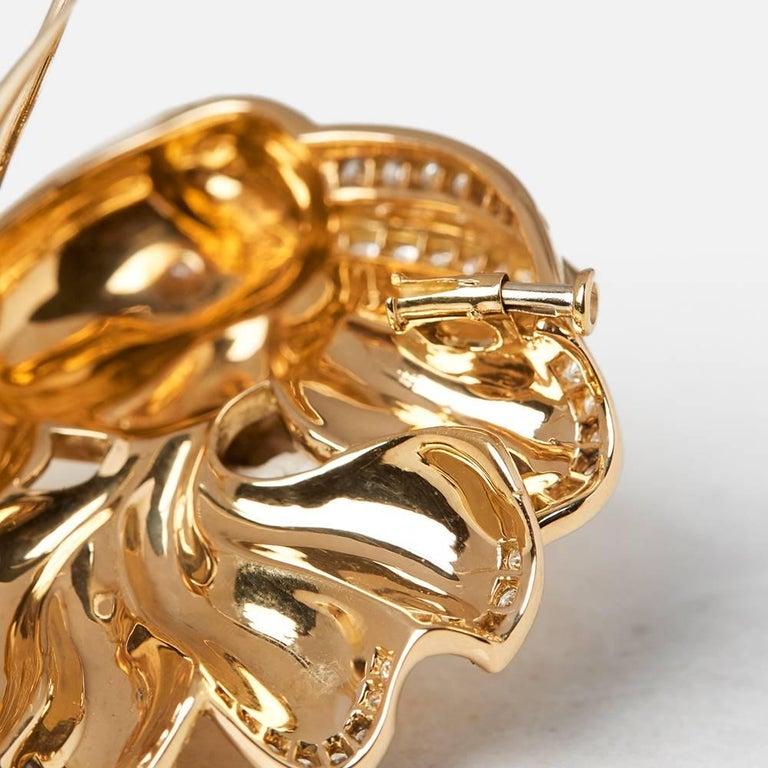 Van Cleef & Arpels 18 Karat Yellow Gold Diamond Vintage Fish Brooch For Sale 1