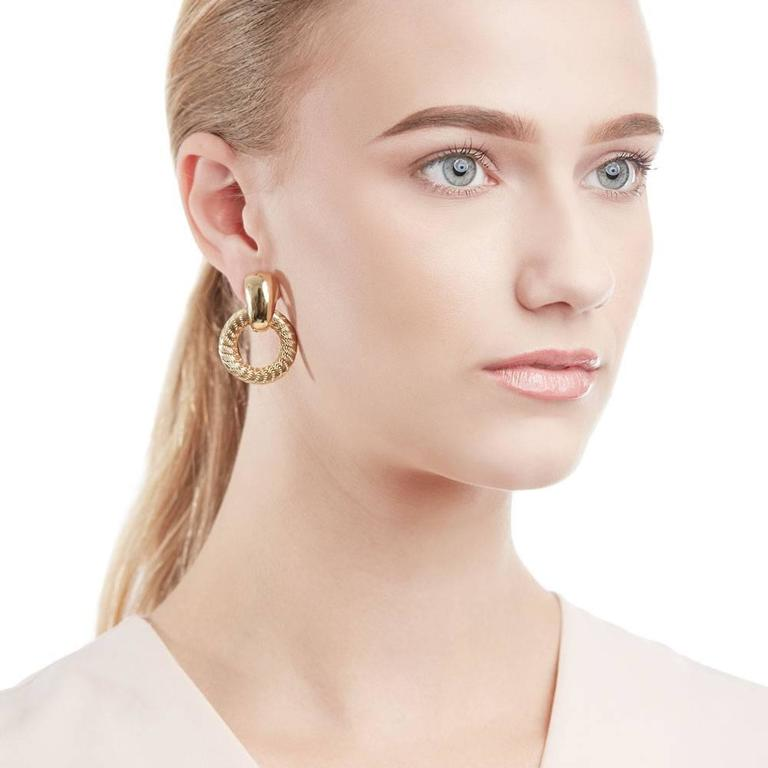 Tiffany & Co. 18 Karat Yellow Gold Woven Hoop Vintage Clip-On Earrings For Sale 2