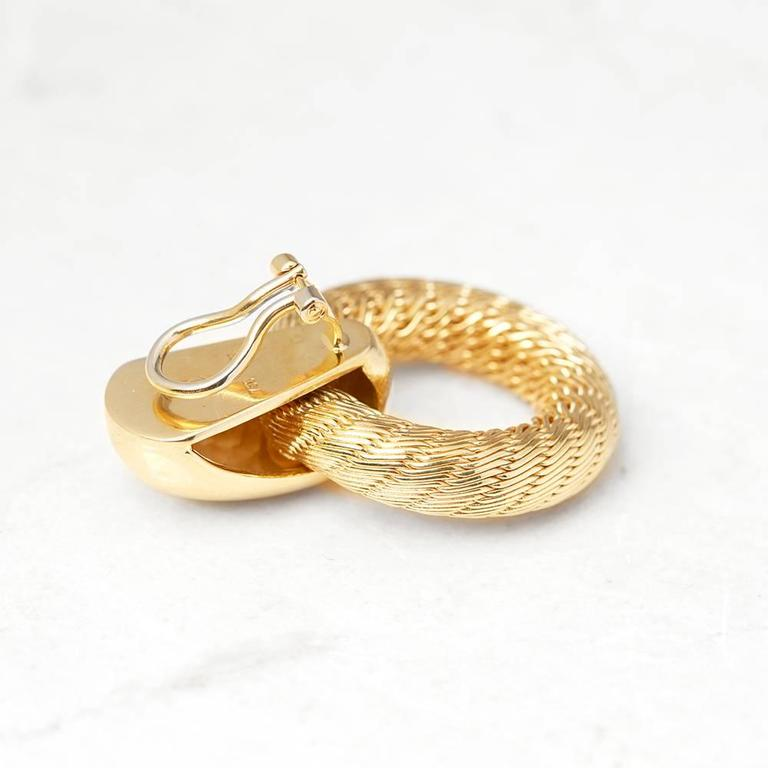 Tiffany & Co. 18 Karat Yellow Gold Woven Hoop Vintage Clip-On Earrings In Excellent Condition For Sale In Bishop's Stortford, Hertfordshire