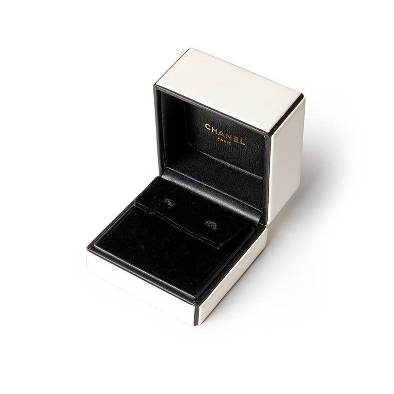 Chanel 18 Karat Yellow Gold Amethyst Peridot Clip-On Baroque Earrings  For Sale 5