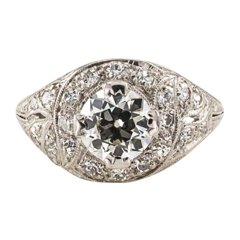 1.03 Carat Art Deco Diamond Platinum Engagement Ring In Excellent Condition For Sale In Los Angeles, CA