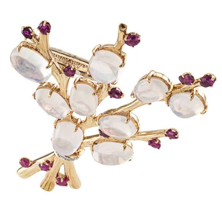 1940s Trabert and Hoeffer Mauboussin Retro Moonstone Ruby Brooch In Excellent Condition For Sale In Los Angeles, CA