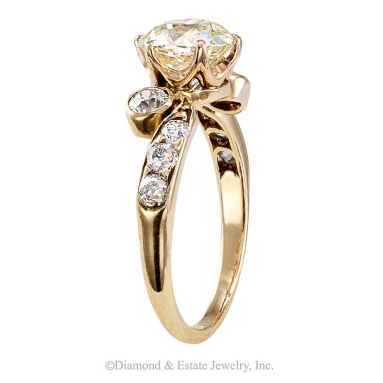 Women's Victorian 1.42 Carat Cushion Diamond Engagement Ring For Sale