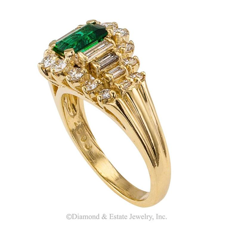 Emerald-cut Emerald Diamond Yellow Gold Ring In Excellent Condition For Sale In Los Angeles, CA