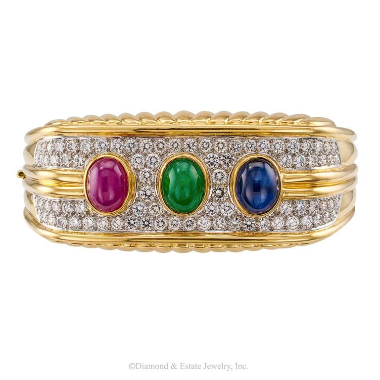 1980s Diamond Emerald Ruby Sapphire Gold Bangle Bracelet In Excellent Condition For Sale In Los Angeles, CA