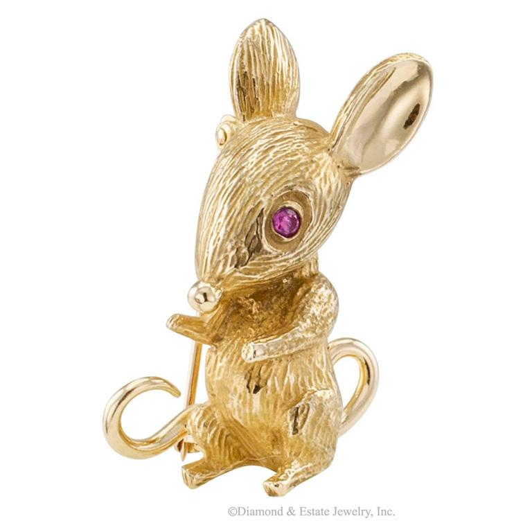 1960s Mouse Brooch Ruby Gold In Excellent Condition For Sale In Los Angeles, CA