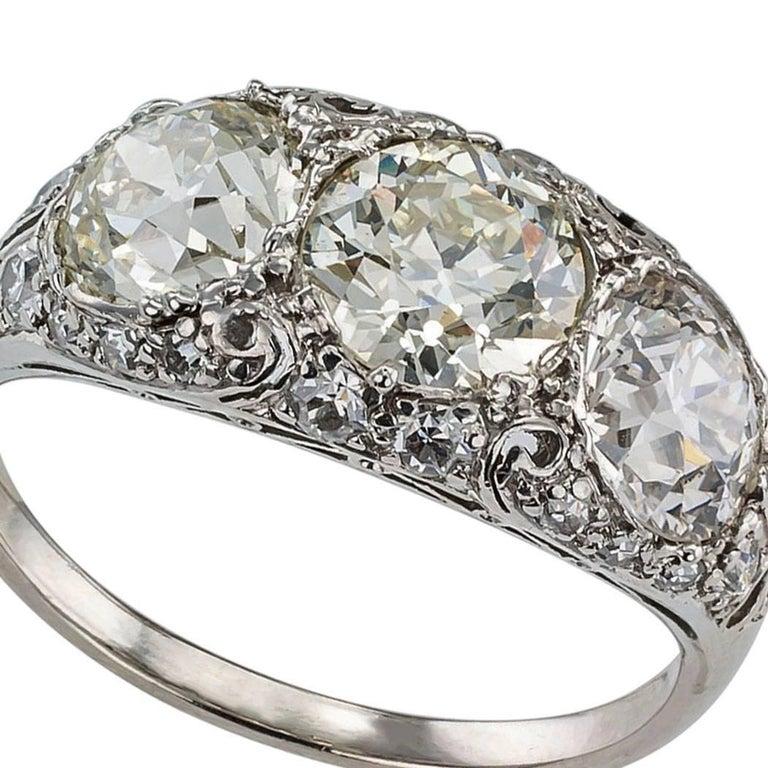 Edwardian Old European Cut Three-Stone Diamond Platinum Ring For Sale 1