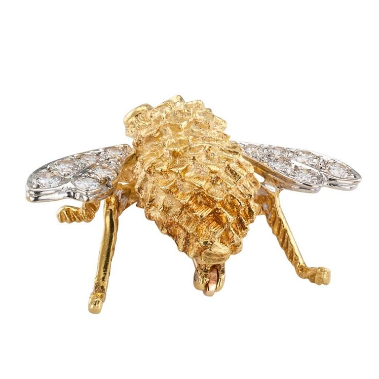Rosenthal 1970s Honey Bee Diamond Ruby Gold Brooch In Excellent Condition For Sale In Los Angeles, CA