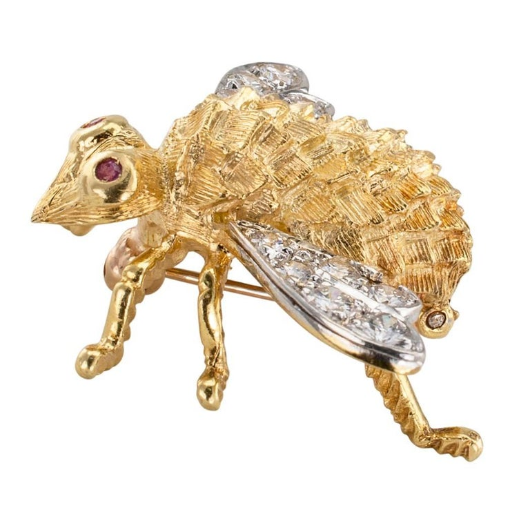 Round Cut Rosenthal 1970s Honeybee Diamond Ruby Gold Brooch For Sale