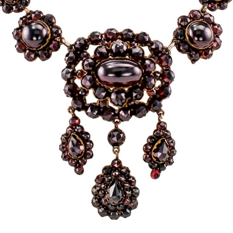 Women's Victorian 1880s Garnet Necklace For Sale