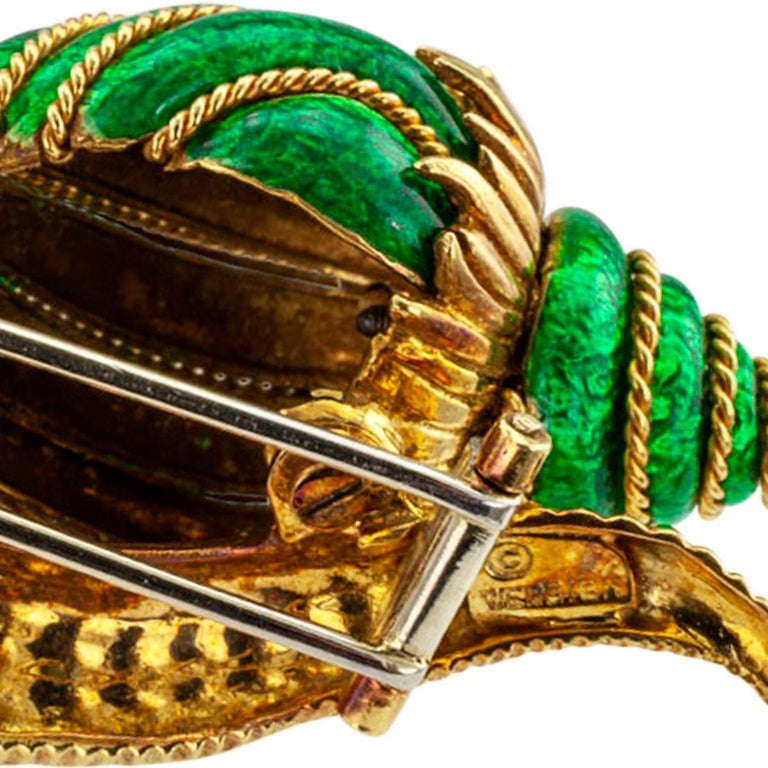David Webb Snail Brooch Green Enamel Diamond Gold In Excellent Condition For Sale In Los Angeles, CA