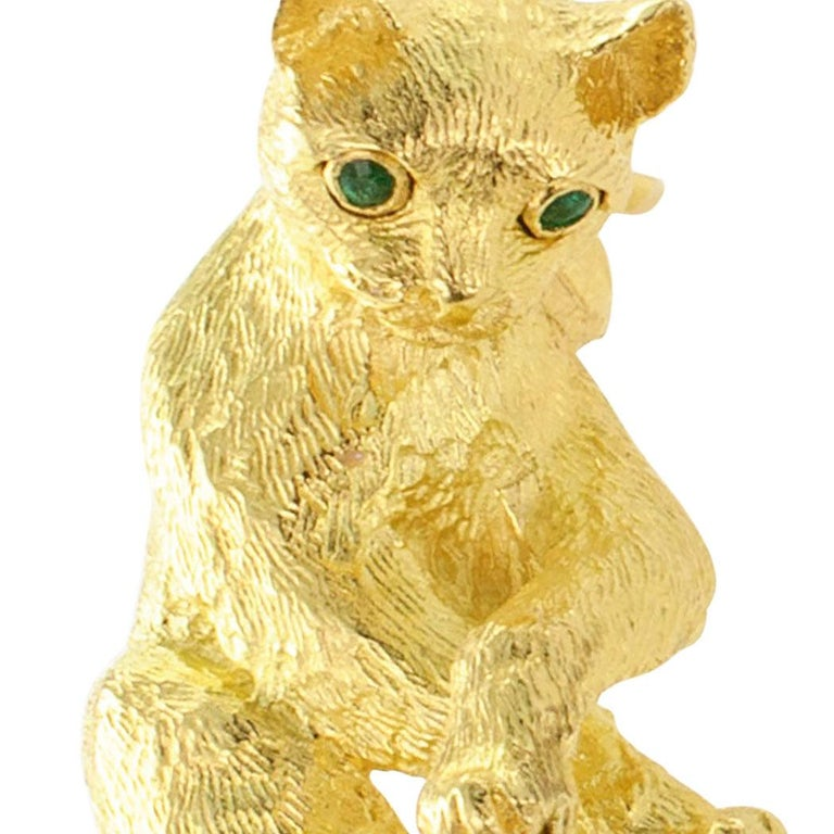 Tiffany & Co. Figural Cat Brooch Emeralds Diamonds Gold For Sale 1