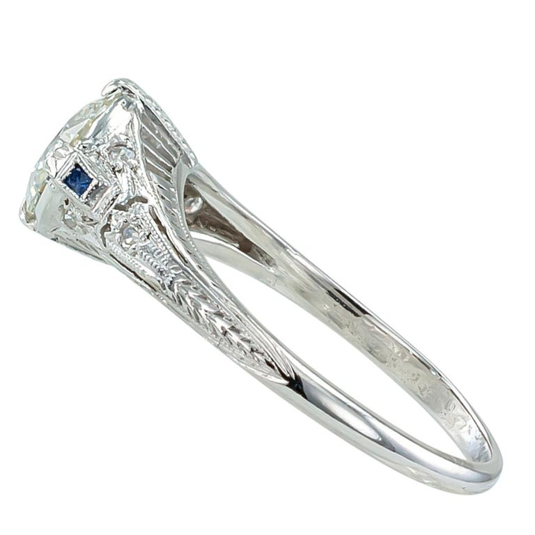Art Deco 0.96 Carat Diamond Solitaire Platinum Engagement Ring In Good Condition For Sale In Los Angeles, CA