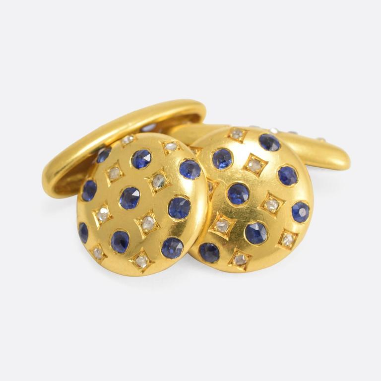 These fine gents' cufflinks are modelled in 18k gold, and set with vibrant blue sapphires and rose cut diamonds. With a refined elegance, they are certainly not too showy whilst clearly of exceptional quality. Circles: 13.9mm diameter - Ovals: 19.2