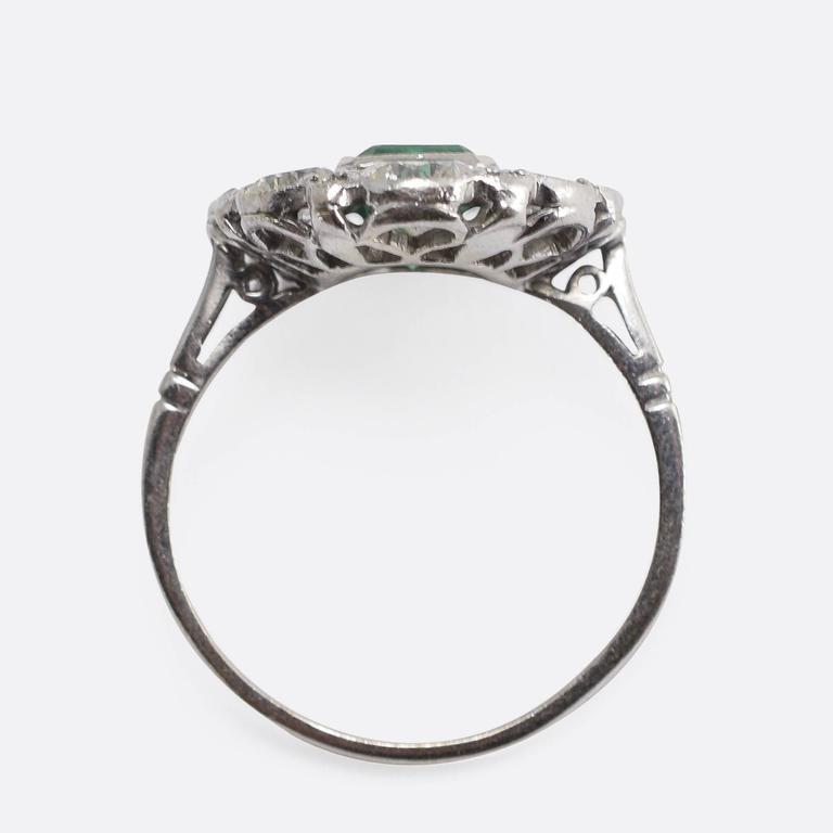 1920s Art Deco Emerald Diamond Flower Cluster Ring 5