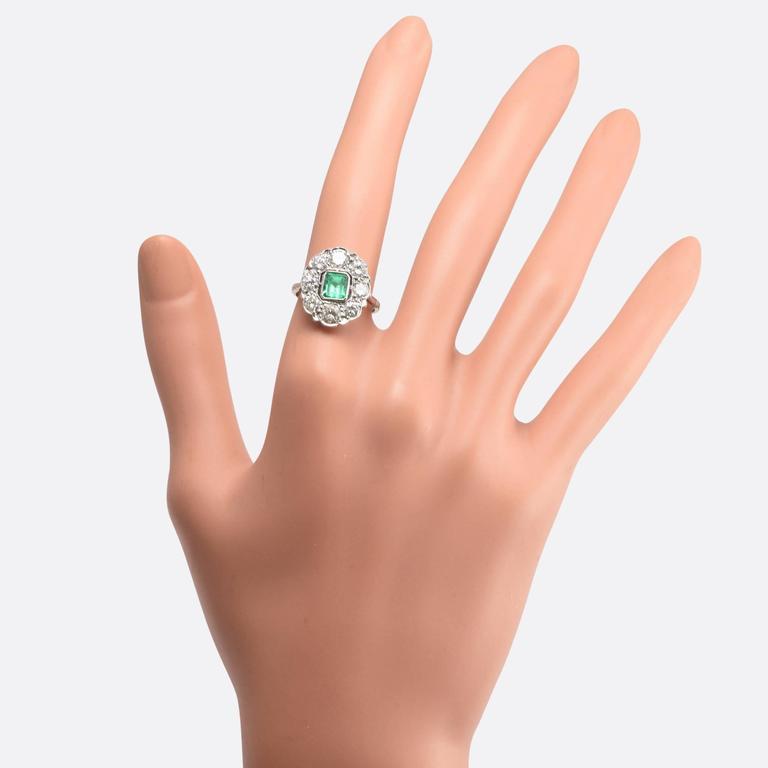 1920s Art Deco Emerald Diamond Flower Cluster Ring 6