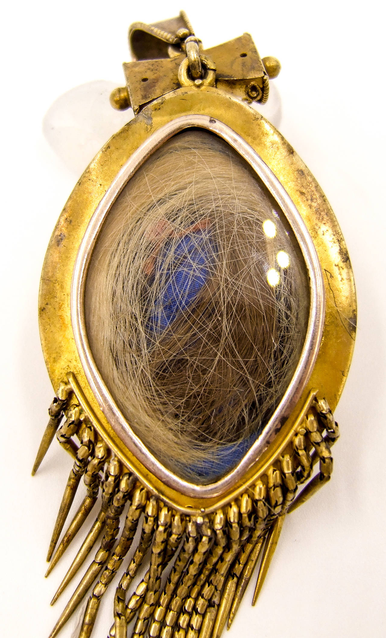 Elegant Victorian Etruscan Revival Gold Fringed Pendant In Excellent Condition For Sale In New York, NY