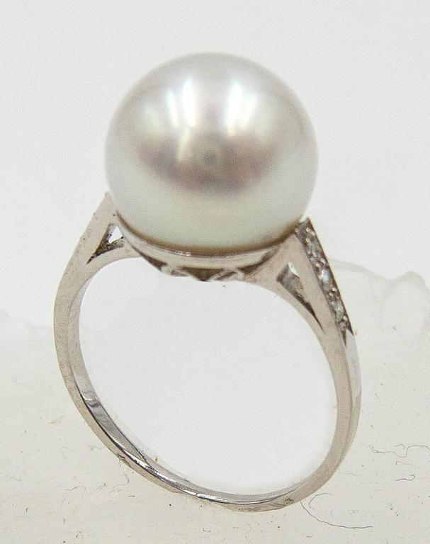 Modern Elegantly Simple South Sea Pearl Diamond Platinum Ring For Sale