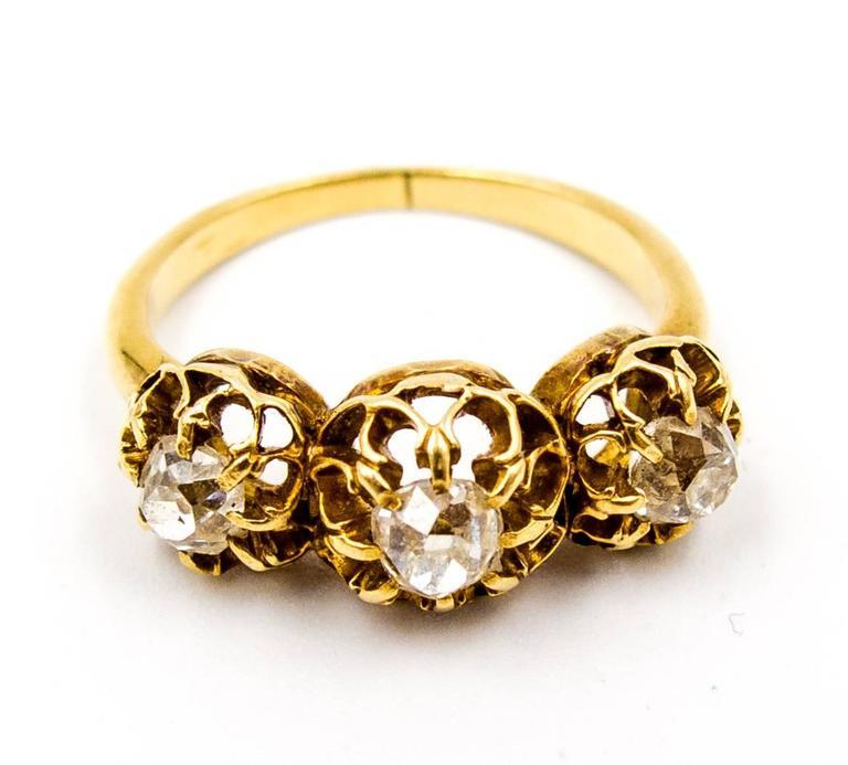 Elegant Victorian Three Diamond Gold Ring 3