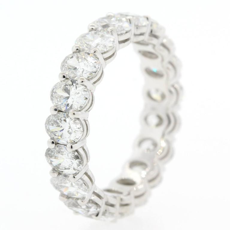 Oval Cut Diamonds and Gold Eternity Band In As new Condition For Sale In Beverly Hills, CA