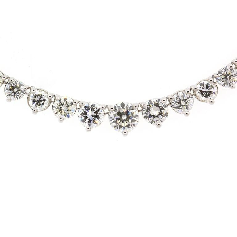 Modern Diamond gold Line Necklace In New Condition For Sale In Beverly Hills, CA