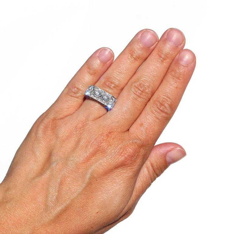 Women's Art Deco Two-Stone Diamond Platinum Ring For Sale