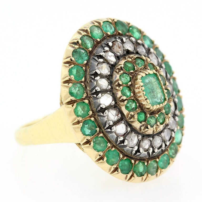 Vintage Emerald Old Cut Diamond Gold Ring In Excellent Condition For Sale In Beverly Hills, CA