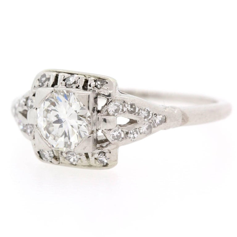 1930s Diamond Platinum Engagement Ring In Excellent Condition For Sale In Beverly Hills, CA