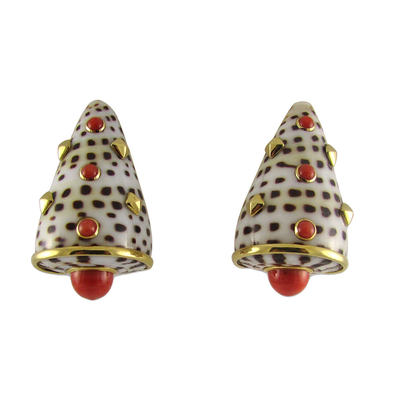 Trianon Shell Coral Gold Earclips