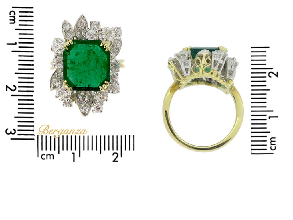 Women's French Emerald Diamond Gold Platinum Cluster Ring circa 1950 For Sale