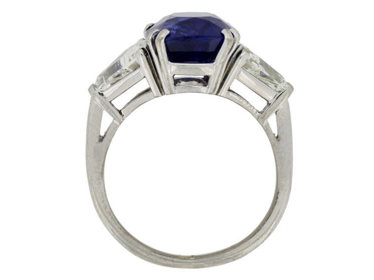 7.23Ct Unenhanced Royal Blue Burmese sapphire and diamond ring, circa 1960s. In Excellent Condition For Sale In London, GB