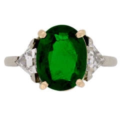 Natural Unenhanced Colombian emerald ring diamond set shoulders, circa 1960.