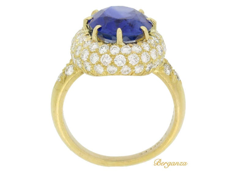 Van Cleef & Arpels Natural Burmese Sapphire and Diamond Ring In Good Condition For Sale In London, GB
