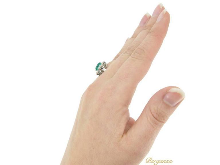 Art Deco emerald diamond Platinum Engagement ring For Sale 2