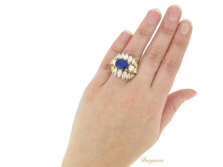 1960s Natural unenhanced Burmese sapphire diamond gold ring For Sale 1