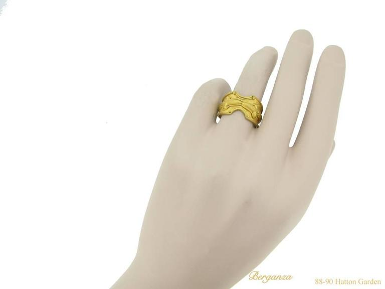 Viking Gold Raven Heads Ring, circa 8th-10th Century AD For Sale 1