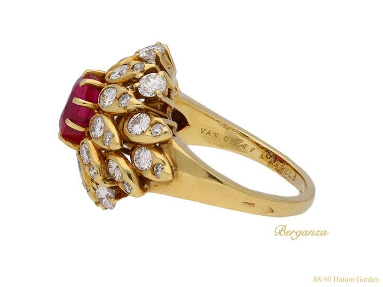 Van Cleef & Arpels Natural Burmese Ruby Diamond Ring, Circa 1960 In Good Condition For Sale In London, GB