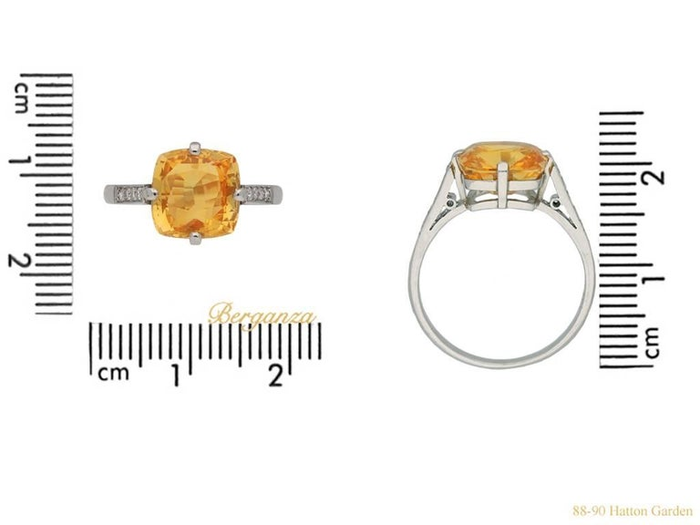 Women's or Men's Rare 4.03 Carat Orange Sapphire Diamond Ring For Sale