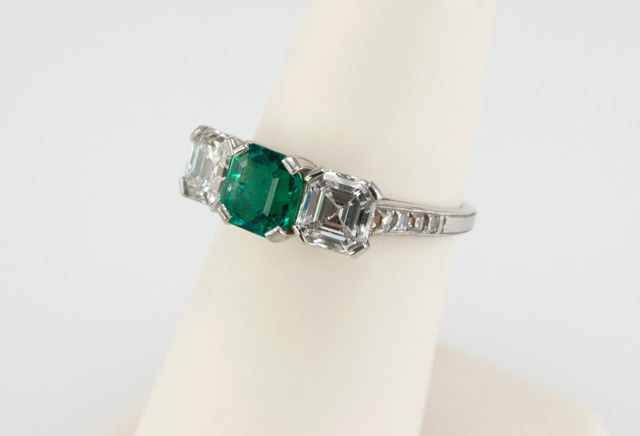 Tiffany & Co. Three-Stone Emerald Diamond Platinum Ring circa 1920s 6